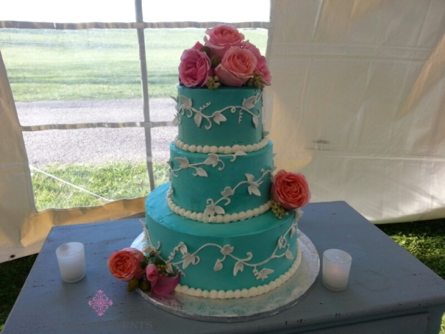 Round 3 tier wedding cake